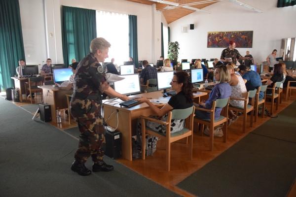037ea76a02 A tanfolyamokon a Magyar Honvédség személyügyi referensei vettek részt,  annak érdekében, hogy fejlesszék, vagy tovább fejlesszék tudásukat az MH  KIKNYP ...